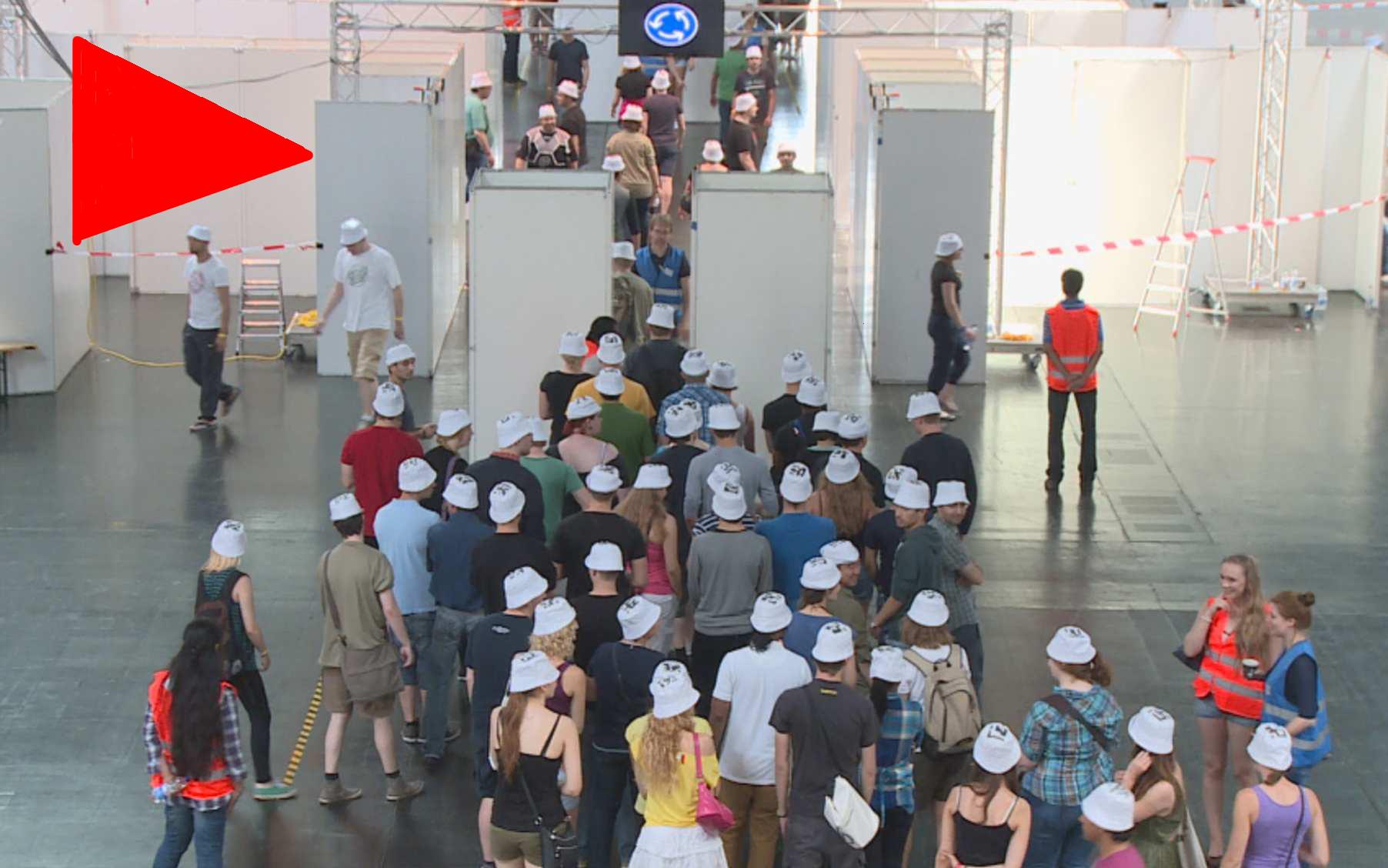 Video: Drängeln für die Sicherheit - Experiment Großveranstaltung. © spothits.de/mhoch4tv