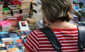 Internet wichtige Informationsquelle für Buch-Tipps. © spothits/koe/bitkom