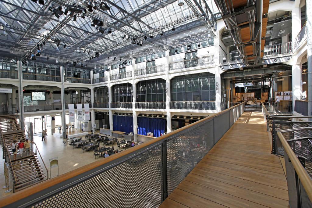 Das ZKM-Foyer. © spothits/ZKM, Zentrum für Kunst und Medientechnologie Karlsruhe. Foto: ONUK