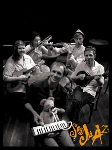 SoJaaZ spielen in der Konzerthalle Ulrichskirche in Halle. © spothits/SoJaaZ