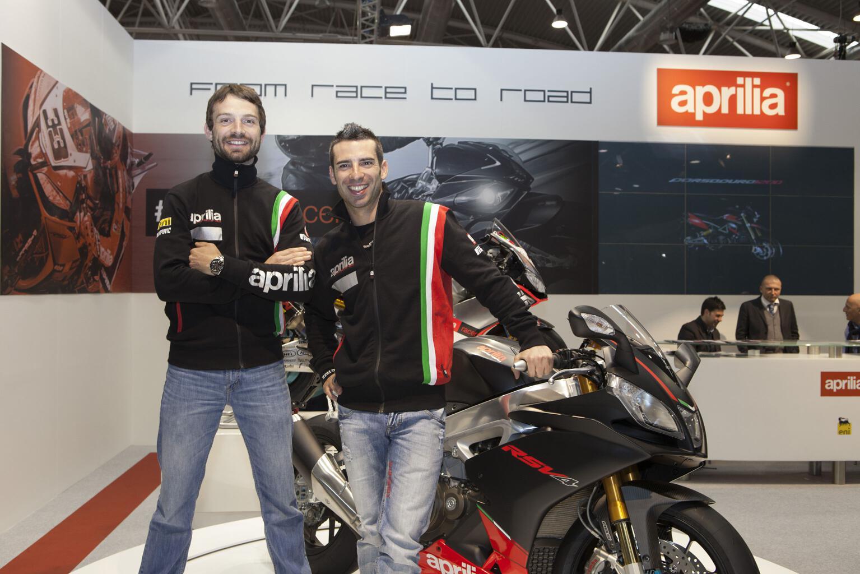 Marco Melandri und Sylvain Guintoli haben Biker-Saison 2014 in Rom eröffnet. © spothits/Piaggio