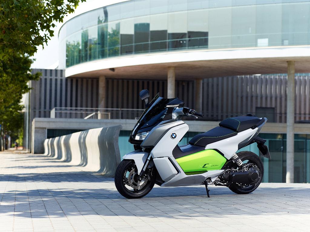 BMW Motorrad: Reiseenduros R 1200 GS und Tourer R 1200 RT treiben Absatz nach oben. © spothits/BMW