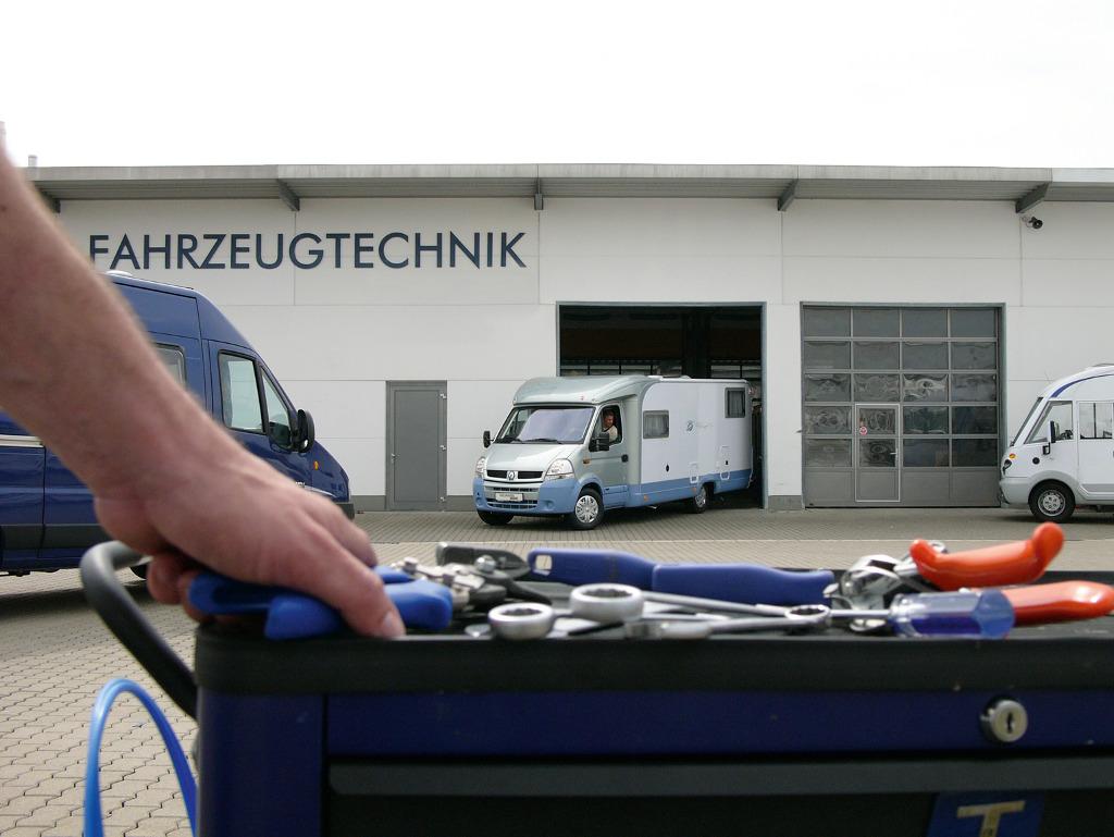Nachrüstsätze für Reisemobil und Caravan: Stromversorgung, Rangierhilfen, Matratzen und Diebstahlschutz. © spothits/Intercaravaning