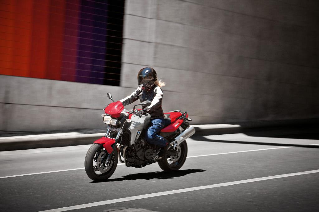 BMW-Motorrad: 1.000 Euro Führerscheinzuschuss und Preisvorteil bei Sicherheitsbekleidung. © spothits/BMW
