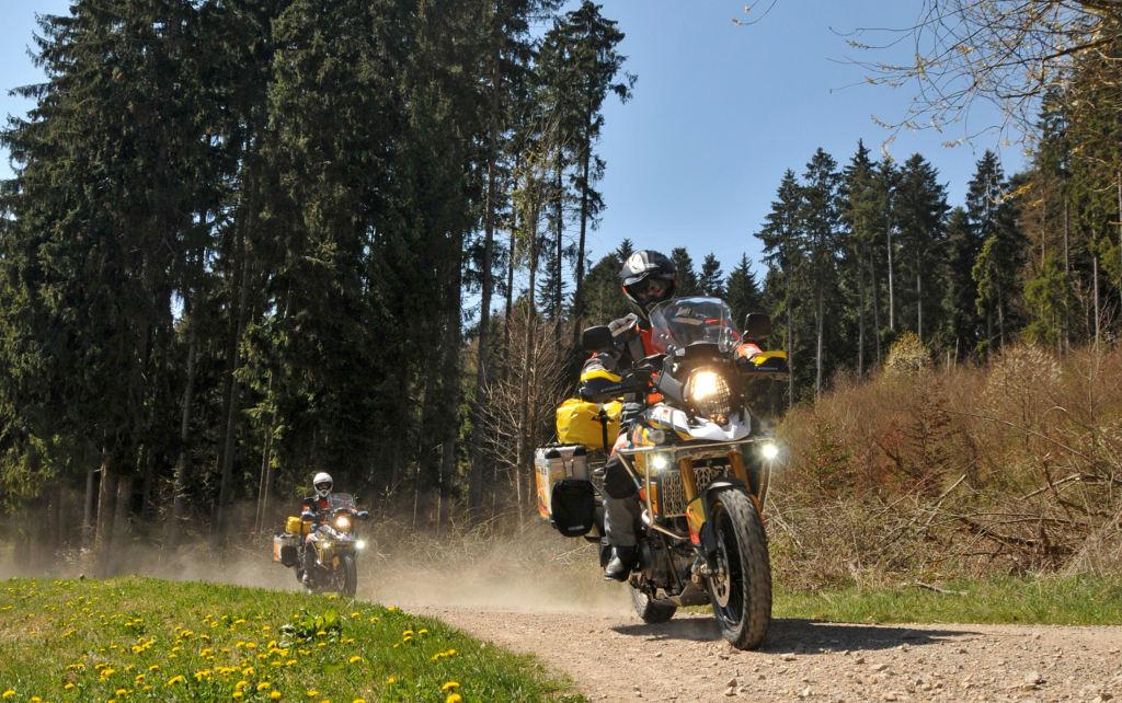 Touratech rüstet zwei Suzuki V-Strom 1000 für 45.000 Kilometer Abenteuer-Tour aus. © spothits/Touratech
