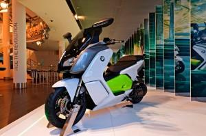 BMW-Motorrad stellt in Berlin BMW R nine T und Elektroroller C evolution aus. © spothits/BMW