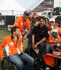 KTM unterstützt »Wings for Live«. Hannes und Heinz Kinigadner, Stefan Pierer, Pit Beirer (v.l.n.r.). © spothits/KTM