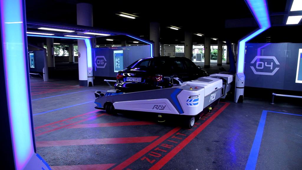 Video: Parkroboter »Ray« stellt das Auto weg. © spothits/Mhoch4TV