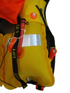 Notsender in Rettungsweste nicht immer erreichbar. © spothits/Fachverband Seenotrettungsmittel e.V.