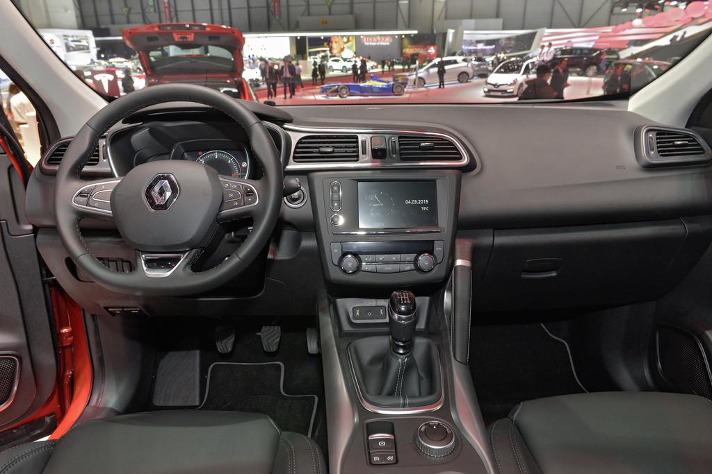 Renault kadjar kompakter crossover suv spothits for Interieur renault kadjar