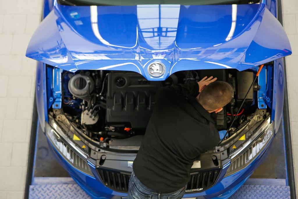 Kühlflüssigkeit kontrollieren. © spothits/Auto-Medienportal.Net/ADAC