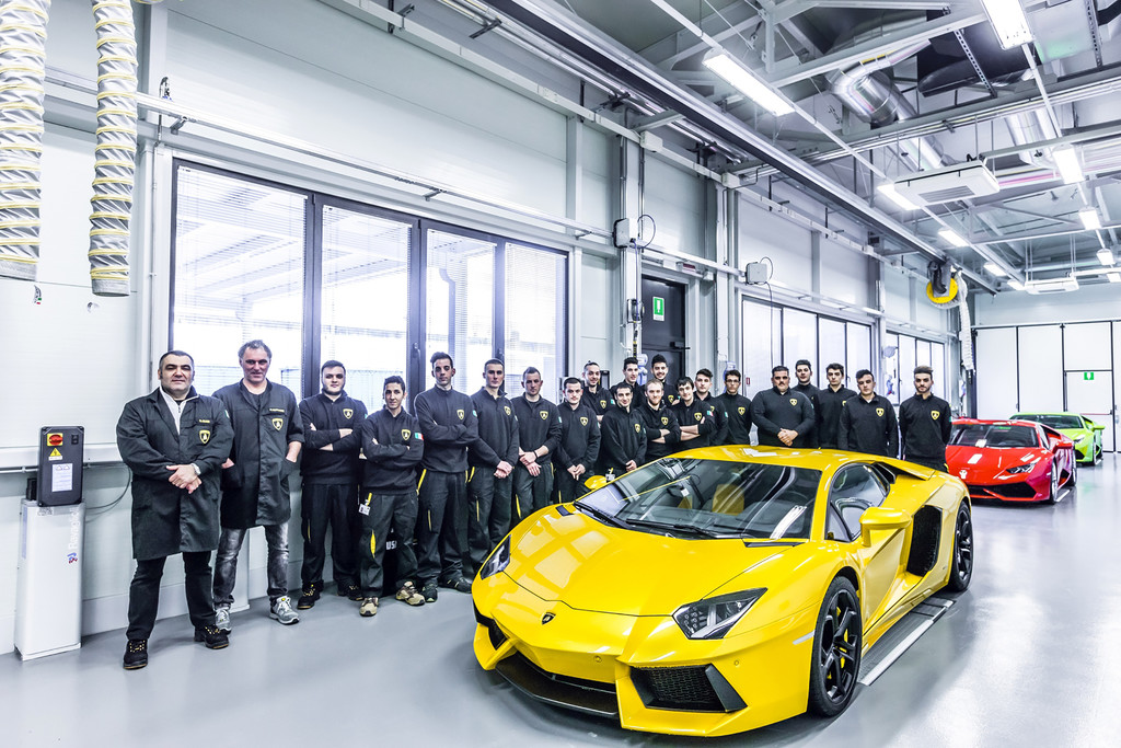 Audi: Jugendliche starten ihre Praxisausbildung in drei Berufen. © spothits/Auto-Medienportal.Net/Audi