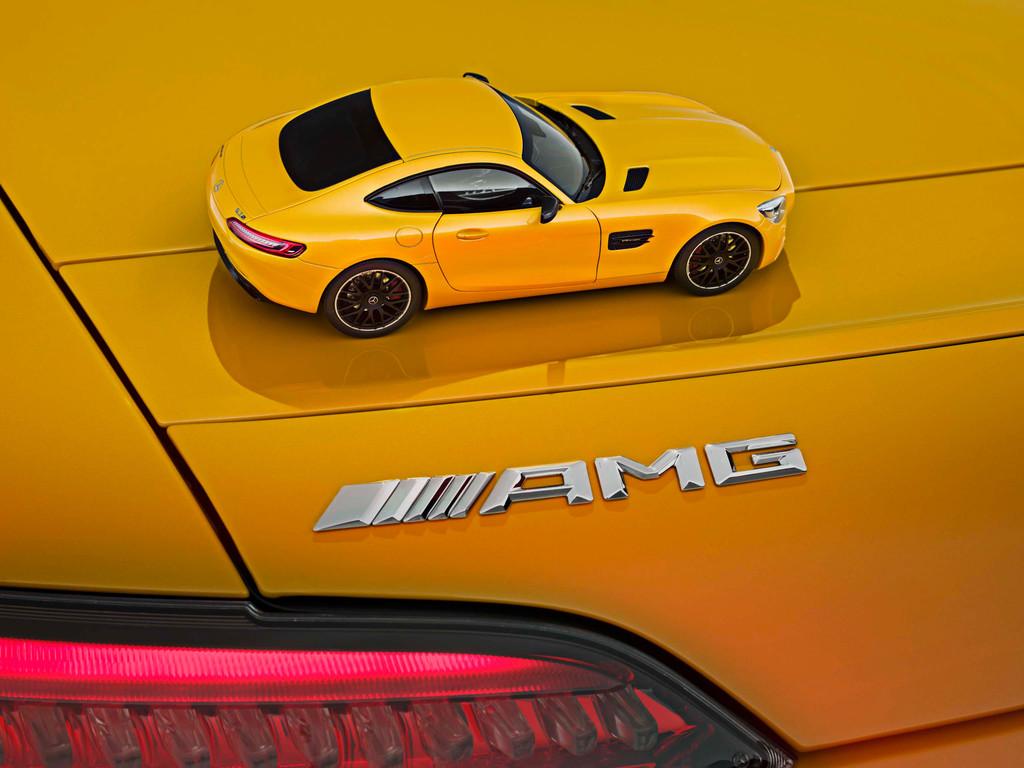 Das Modell im Maßstab 1:18 basiert ebenfalls auf dem GT S und besitzt AMG Performance Sitze, es ist in folgenden drei Farben und Ausstattungen erhältlich. sph/ampnet/Sm