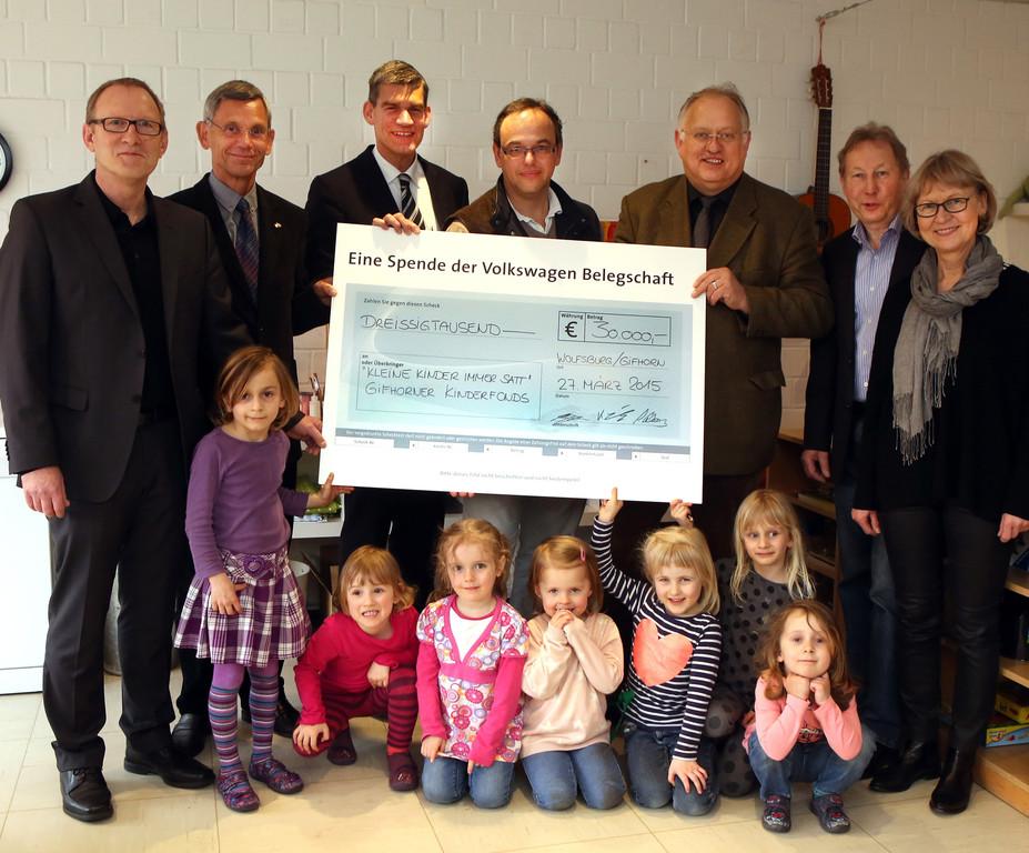 """30 000 Euro für """"Kleine Kinder immer satt"""". © spothits/Auto-Medienportal.Net/Volkswagen"""
