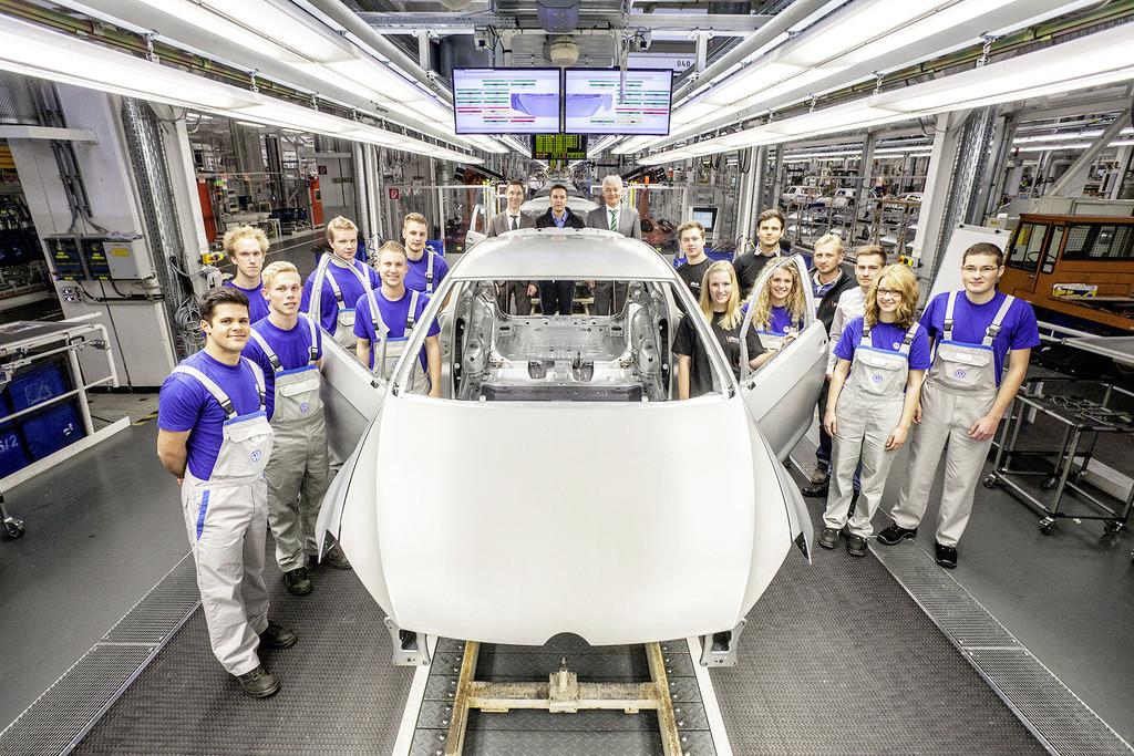 VW-Auszubildende entwickeln aus Rohkarosserie einzigartigen Golf GTI. © spothits/Auto-Medienportal.Net/Volkswagen