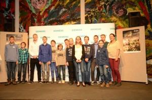 Jugend forscht. Gruppenbild, Siegerehrung. spothits/Dethleffs