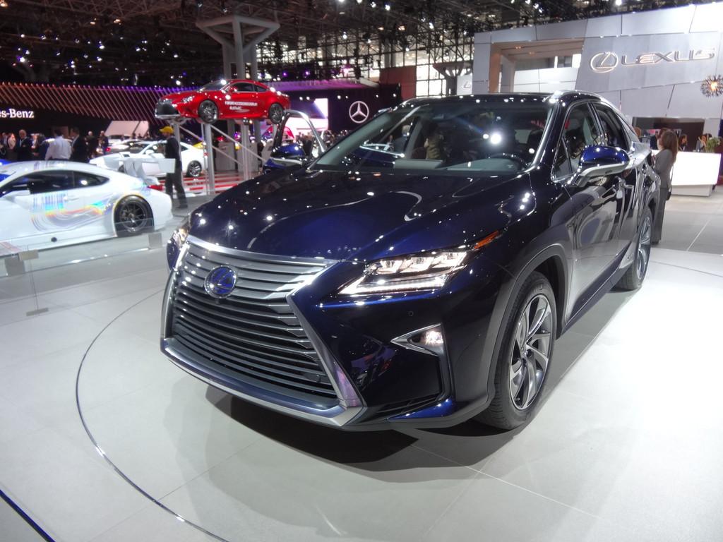 New York 2015: Lexus RX 450 h fährt leise vor. © spothits/Auto-Medienportal.Net
