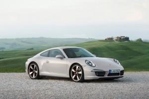Ford Kuga und Porsche 911 auf der Überholspur. © spothits/Auto-Medienportal.Net/Ford