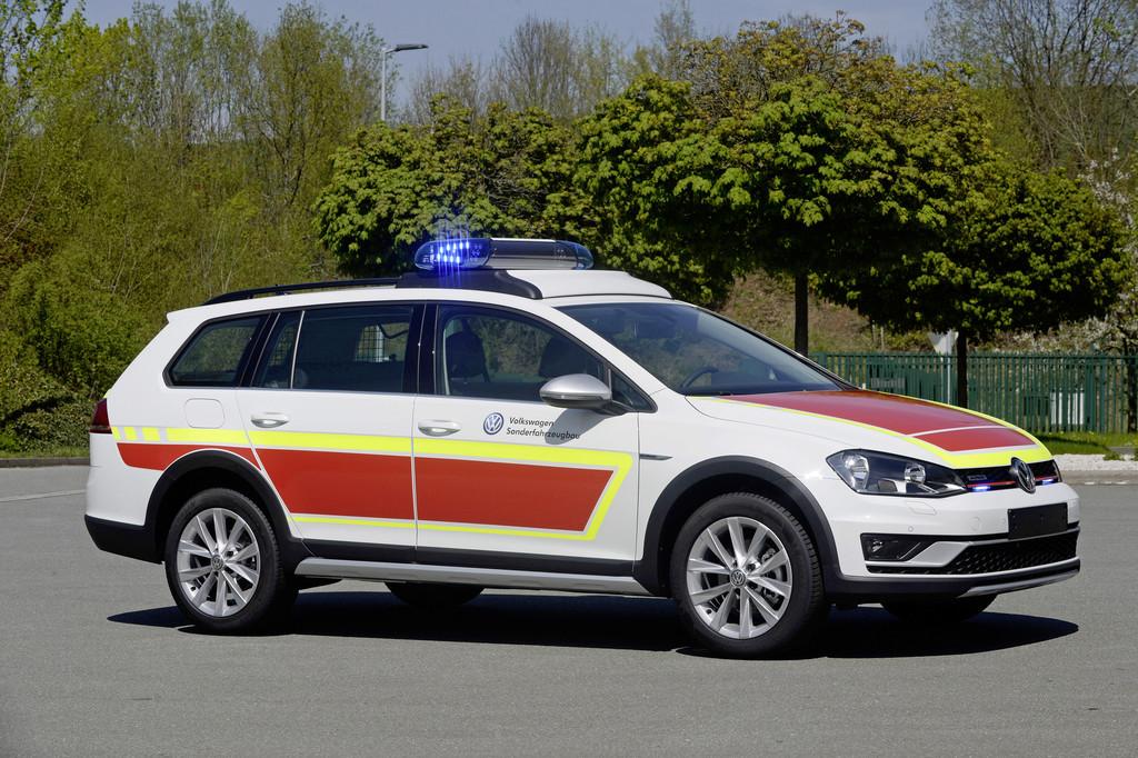 Zwei neue Volkswagen für den Rettungseinsatz. © spothits/Auto-Medienportal.Net/Volkswagen