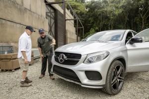 Mercedes-Benz setzt sich mit Dinosauriern in Szene. © spothits/Auto-Medienportal.Net/Daimler