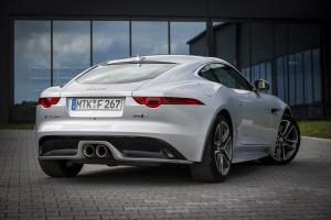 Jaguar F-Type R AWD und Range Rover Sport SVR: Grenzgänger. © spothits/Auto-Medienportal.Net/Jaguar Land Rover