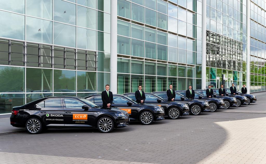 Neuer Skoda Superb erstmals als VIP-Shuttle. © spothits/Auto-Medienportal.Net/Skoda