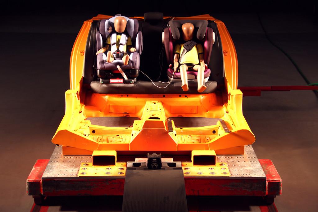 ADAC stellt 23 Kindersitze auf den Prüfstand. © spothits/Auto-Medienportal.Net/ADAC