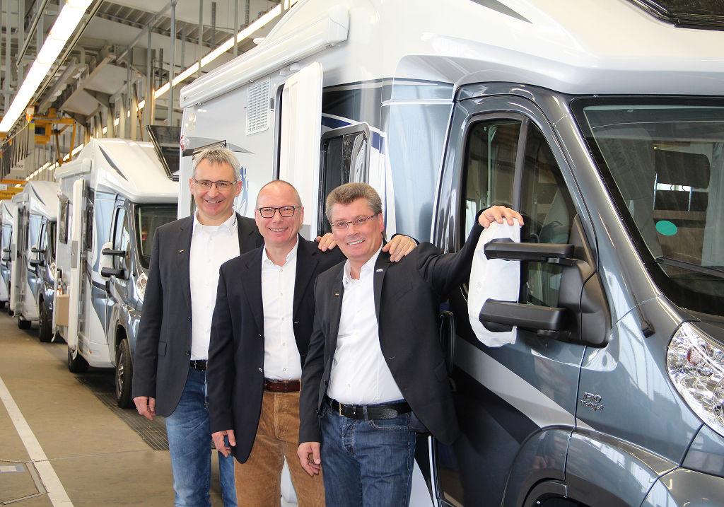 Die drei Geschäftsführer der Knaus Tabbert GmbH Werner Vaterl, Wolfgang Speck (Vorsitzender) und Gerd Adamietzki (v.l.n.r.). © spothits/Knaus Tabbert