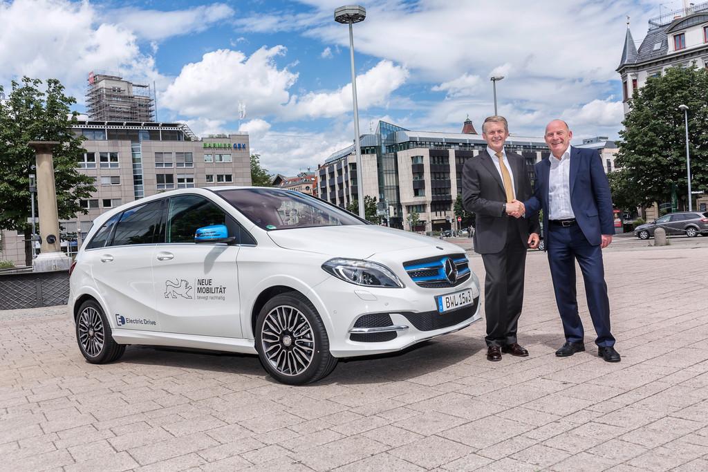 Elektromobilität: Umweltminister fährt mit gutem Bespiel voran. © spothits/Auto-Medienportal.Net