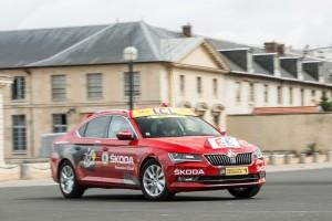 "Skoda Superb ist ""Red Car"" der Tour de France 2015. © spothits/Auto-Medienportal.Net/Skoda"