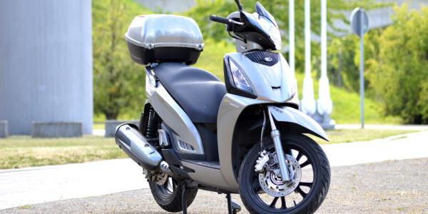 Test Kymco People GT 300i ABS: Klassisch-kraftvoller Mittelklasse-Roller. © spothits
