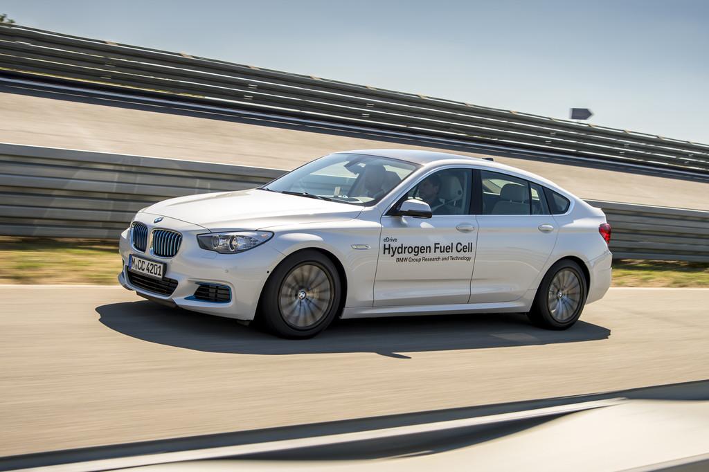 Röhrentank statt Kardanwelle: So fährt der Fuel-Cell-BMW. © spothits/Auto-Medienportal.Net/BMW/Tom Kirkpatrick