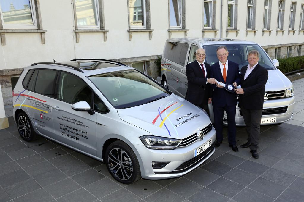 VW stiftet zwei Autos für schwerkranke Kinder. © spothits/Auto-Medienportal.Net/Volkswagen
