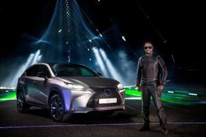 """""""will-i.am"""" und Lexus an der Laser-Harfe. © spothits/Auto-Medienportal.Net/Toyota"""
