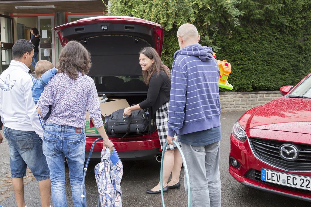 Mazda-Mitarbeiter spenden für Flüchtlinge. © spothits/Auto-Medienportal.Net/Mazda