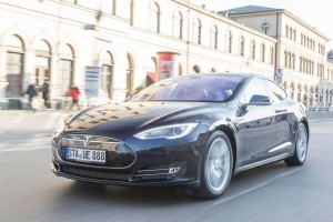 Mit dem Tesla 6600 Kilometer auf Weltrekordfahrt . © spothits/Auto-Medienportal.Net/Eisele
