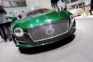 """Bentley-Chef Dürheimer: """"Maßstab einer neuen Fahrzeugklasse"""". © spothits/Auto-Medienportal.Net/Bentley"""