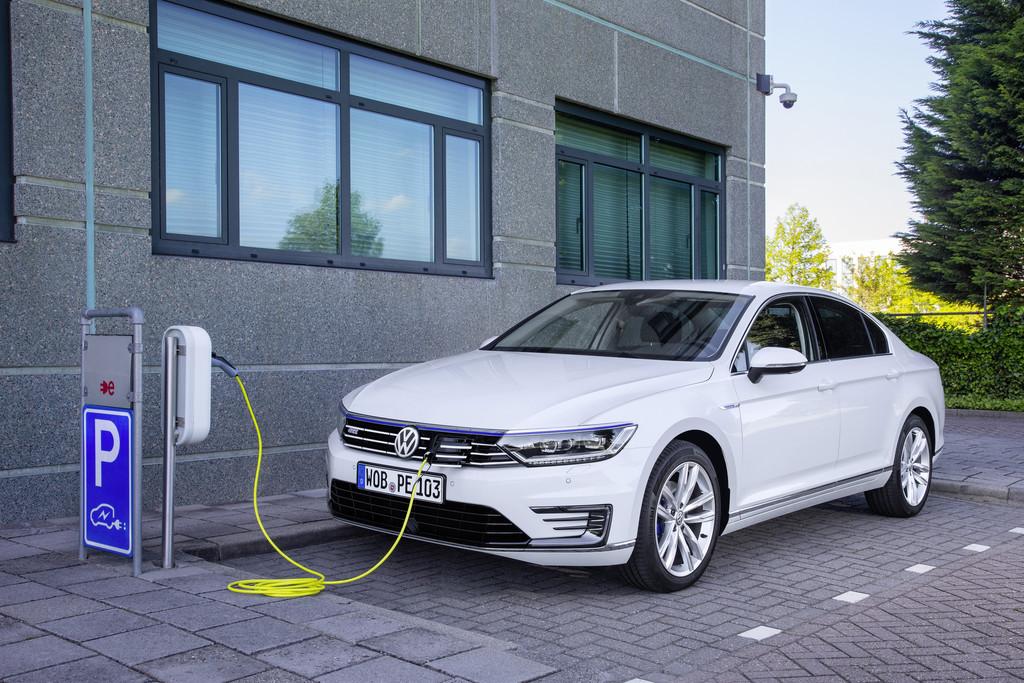 IAA 2015: Probefahrten mit dem VW Passat GTE. © spothits/Auto-Medienportal.Net/Volkswagen