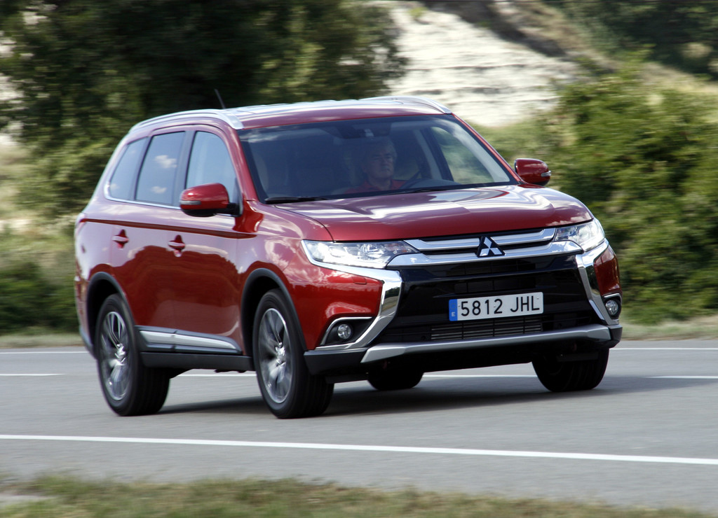 mitsubishi plug in hybrid outlander spothits. Black Bedroom Furniture Sets. Home Design Ideas