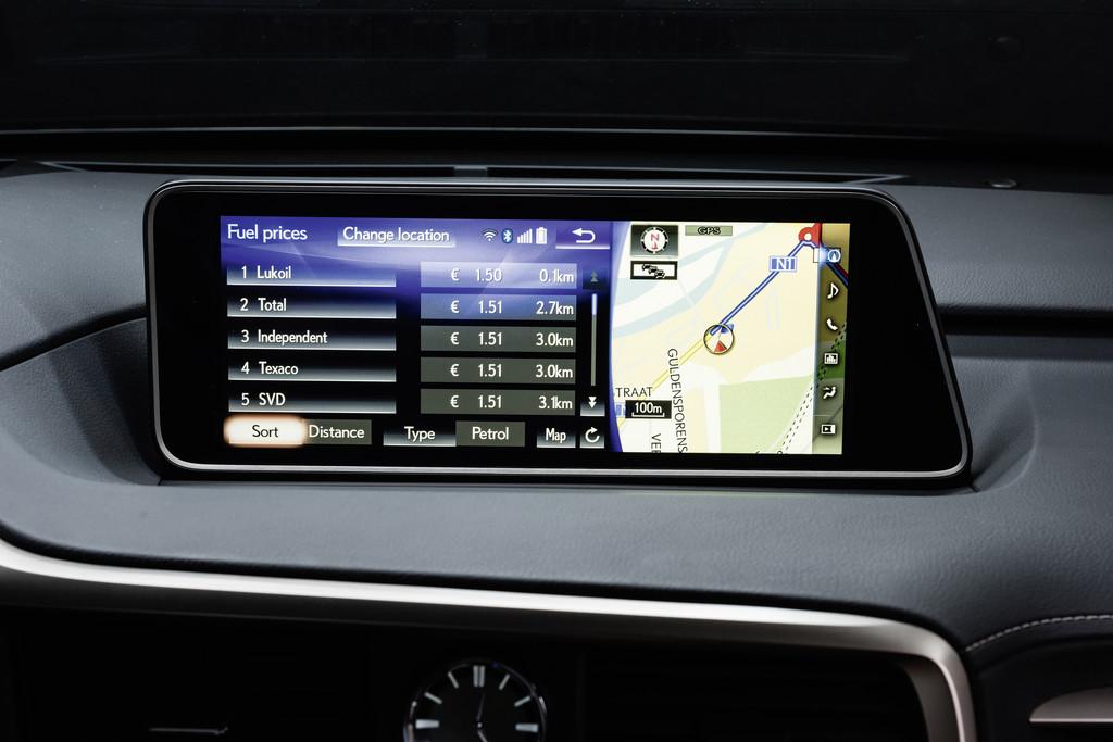 Lexus RX informiert über Wetter und Spritpreise. © spothits/Auto-Medienportal.Net/Lexus