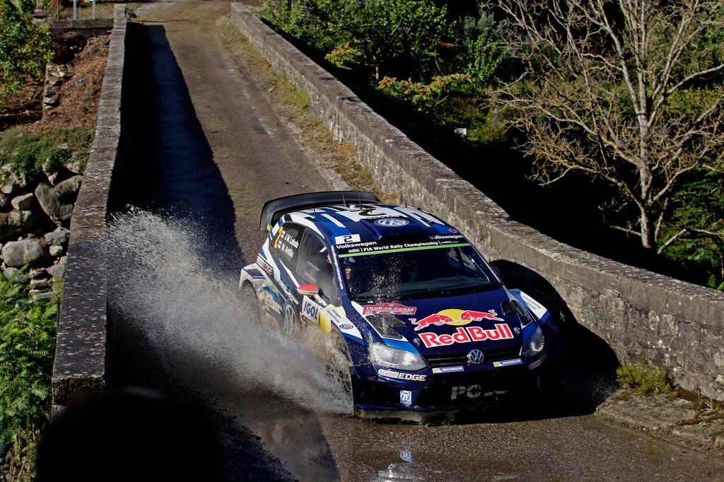 Volkswagen siegt bei stürmischen Verhältnissen auf Korsika. © spothits/Auto-Medienportal.Net/Volkswagen/Kräling