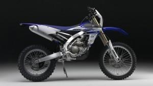 Yamaha WR 450 F dreht den Kopf. © spothits/Auto-Medienportal.Net/Yamaha