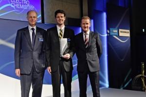 Tokio 2015: Volkswagen und BASF vergeben Wissenschaftspreis für Elektrochemie. © spothits/Auto-Medienportal.Net/Volkswagen