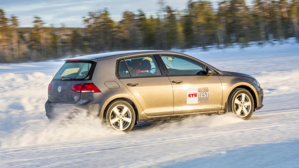 Ratgeber: Bei Winterreifen auf Profiltiefe achten. © spothits/Auto-Medienportal.Net/Tschovikov/GTÜ