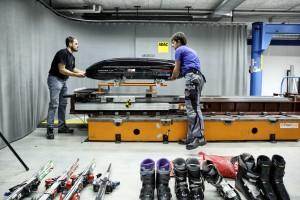 ADAC testet Dachboxen: Eine lernt fliegen. © spothits/Auto-Medienportal.Net/ADAC