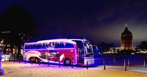 Mercedes-Benz Travego im Weihnachts-Outfit. © spothits/Auto-Medienportal.Net/Daimler
