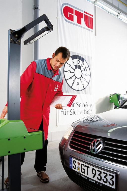Ratgeber: Regelmäßig das Licht kontrollieren. © spothits/Auto-Medienportal.Net/GTÜ