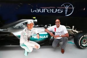 Mercedes-AMG Petronas spendet 160 900 Euro an Laureus. © spothits/Auto-Medienportal.Net/Laureus
