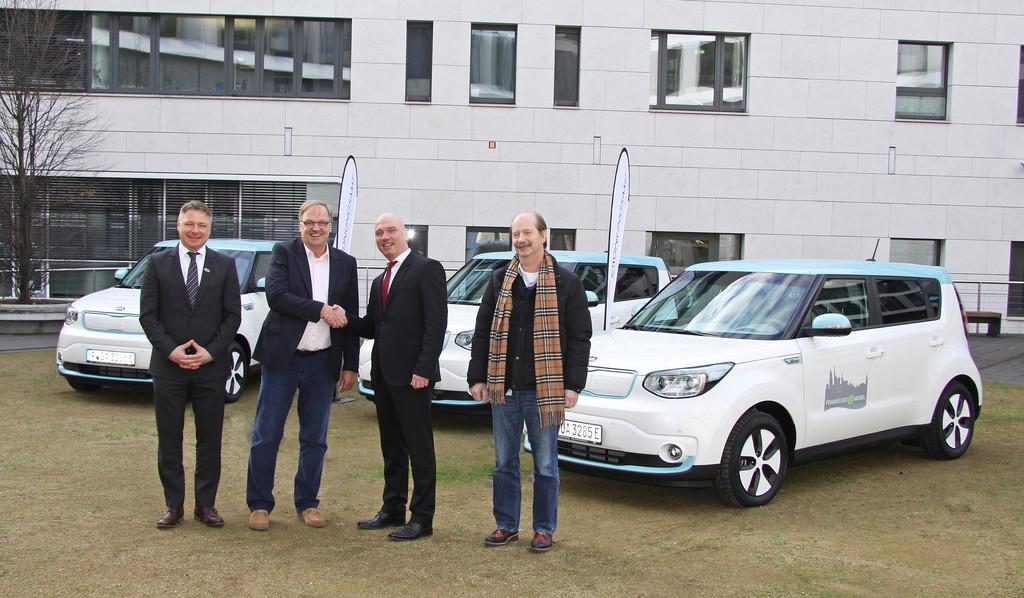 Kia übergibt drei Soul EV an die Stadt Frankfurt. © spothits/Auto-Medienportal.Net/Kia