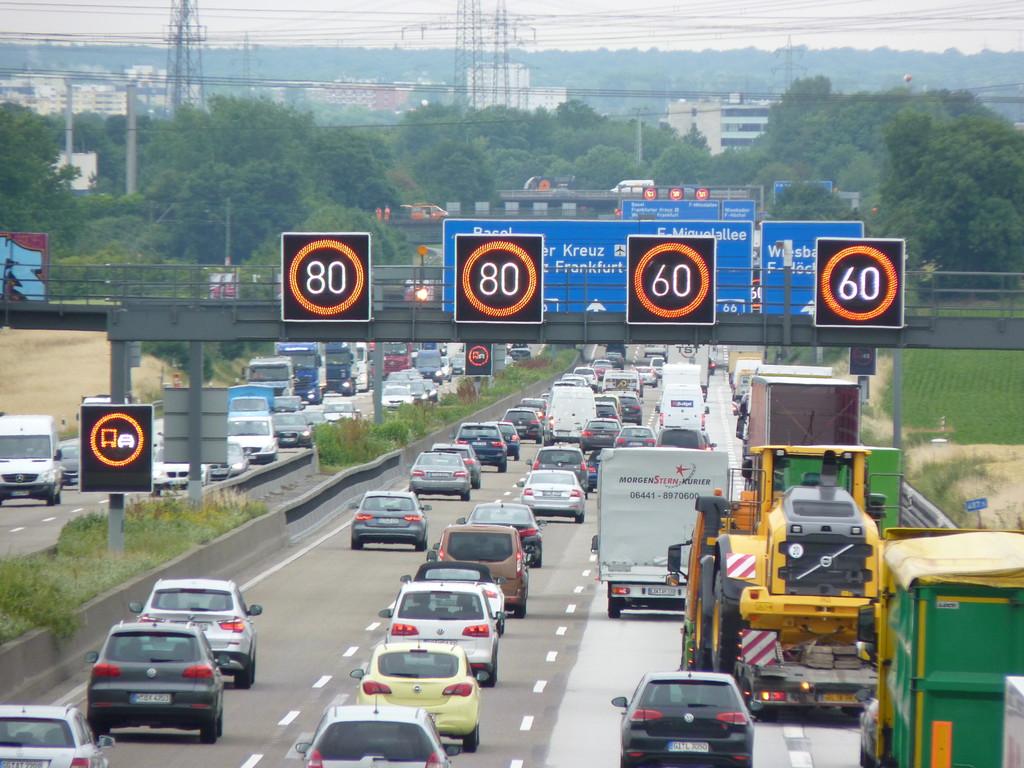 Ratgeber: Verkehrsregelung durch Wechselzeichenanlagen. © spothits/Auto-Medienportal.Net/AvD